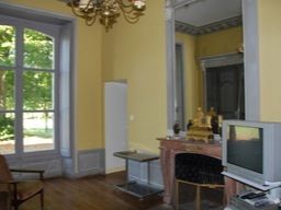 The salon with a view of the grounds